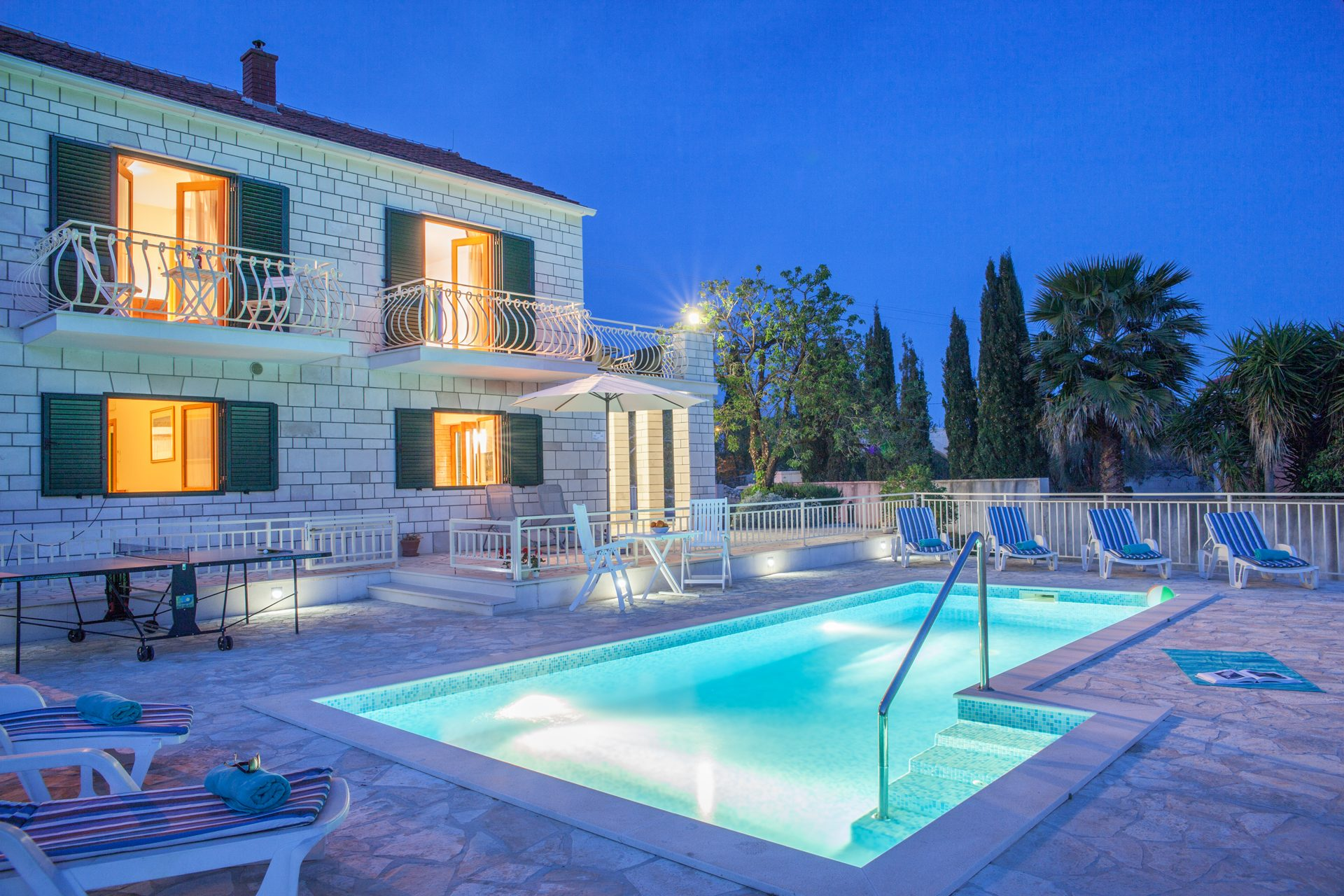villa with pool on brac island